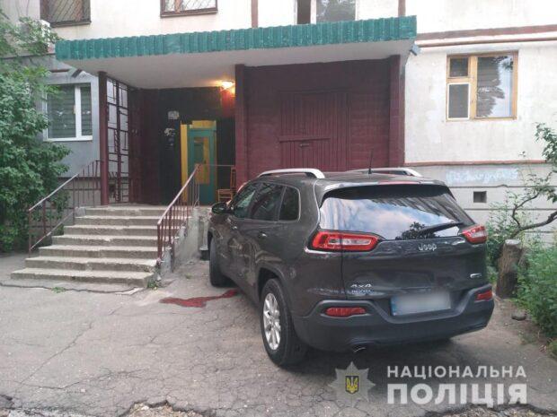 На Салтовке мужчина выбросился из окна седьмого этажа