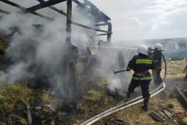 Под Харьковом сгорело 12,5 тонн сена в тюках