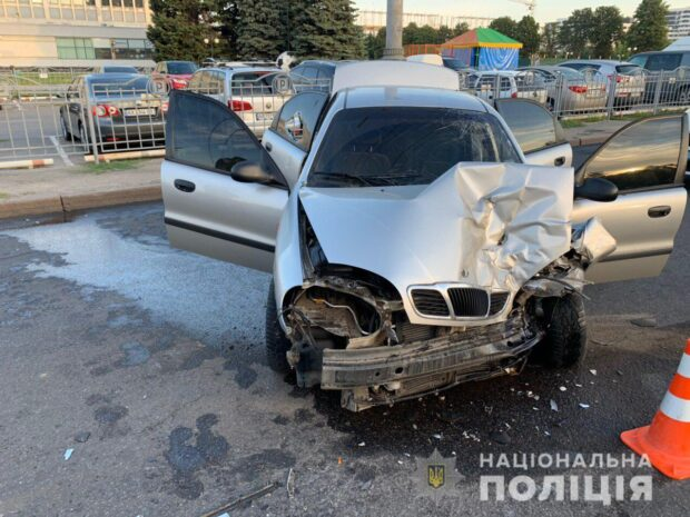 В Харькове пьяный водитель протаранил карету скорой помощи