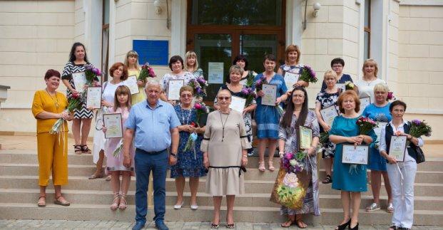 В Харькове наградили медработников, которые борются с коронавирусом