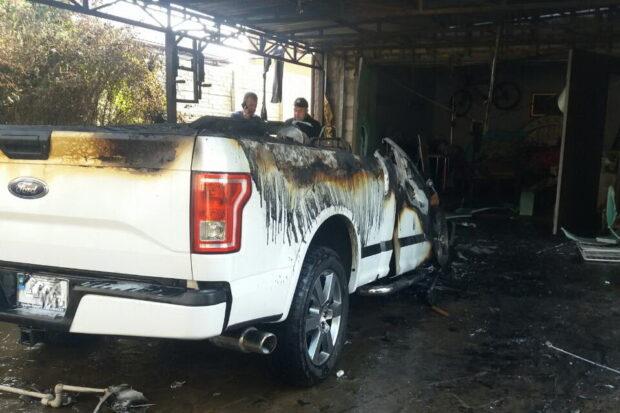В Харькове во дворе частного дома сгорел автомобиль