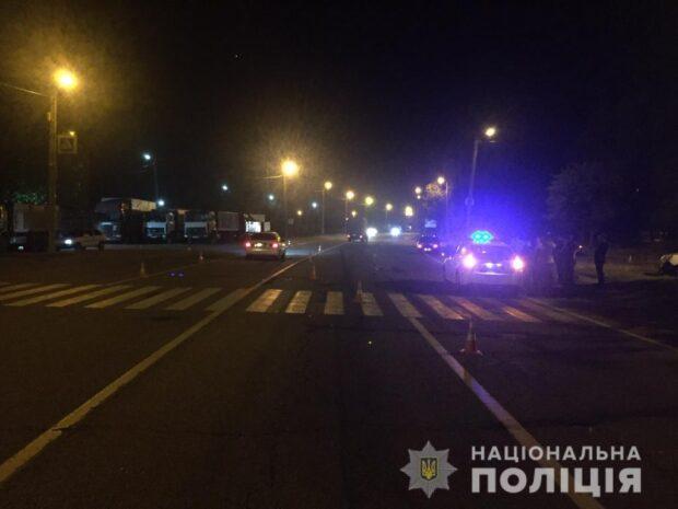 В Харькове водитель автомобиля на большой скорости сбил молодого парня и скрылся с места аварии