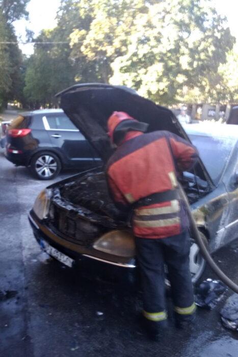 В Харьков во время движения загорелся автомобиль