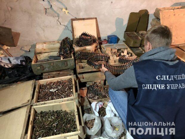 На Харьковщине полицейские обнаружили схрон боеприпасов (видео)