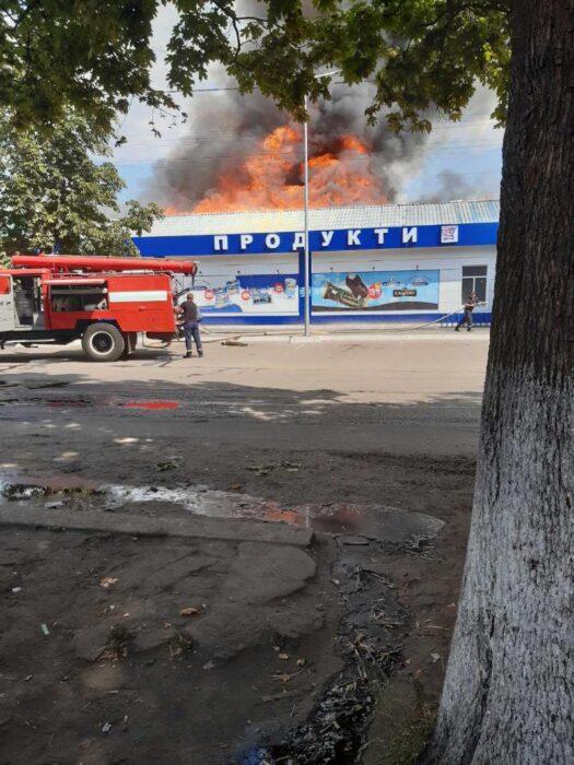 Под Харьковом сгорели два магазина