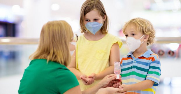 Харьковские школы, детсады и училища получат миллион защитных масок
