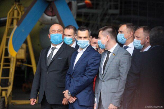 Задолженность по зарплате на ХАЗе составляет около 230 млн гривень - министр инфраструктуры