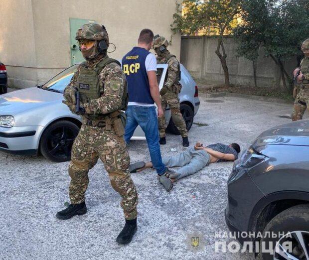 В Харькове полиция задержала преступную группировку за вымогательство 100 000 долларов США