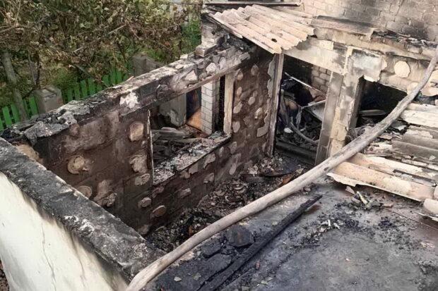 В Харькове сгорела пристройка к частному дому