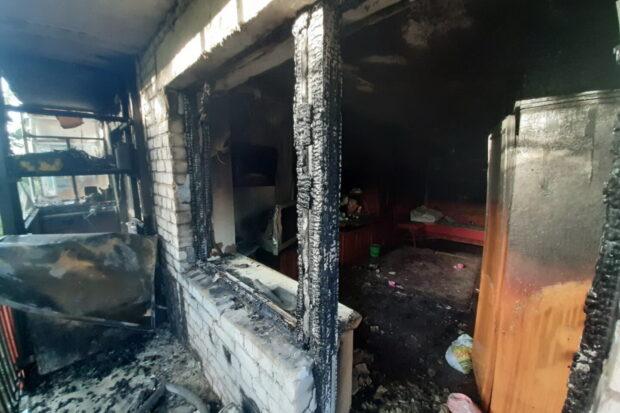 Под Харьковом в жилом доме горели балконы нескольких этажей