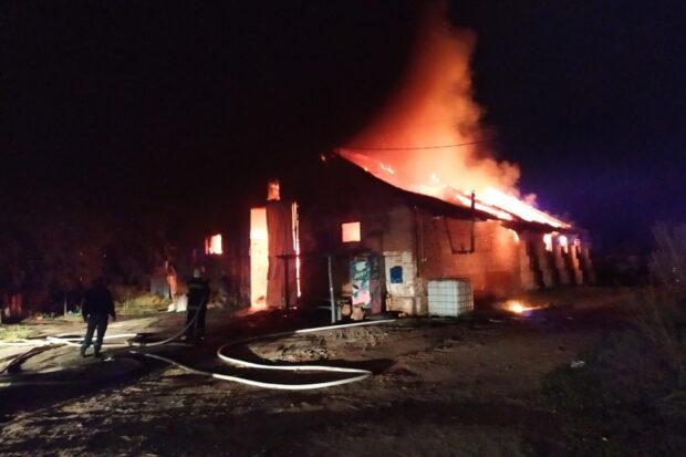Под Харьковом сгорел частный цех по производству масла