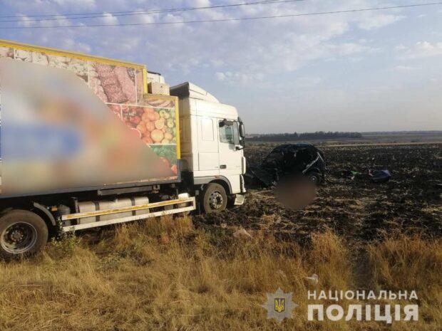 В результате лобового столкновения двух автомобилей под Харьковом пошиб водитель