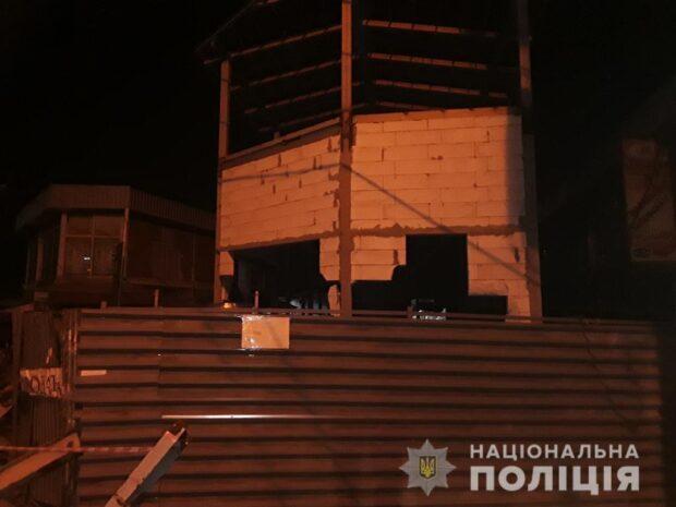 Ночью в Харькове неизвестные разрушили кувалдами недостроенные магазины