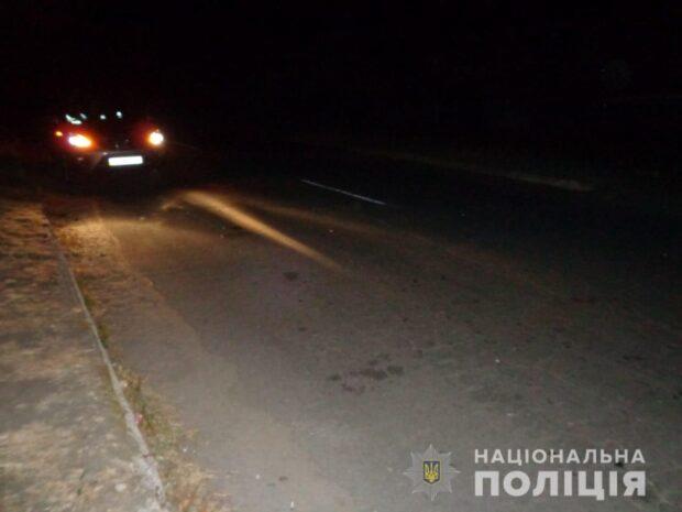 Под Харьковом автомобиль переехал пьяную женщину, которая лежала на дороге и поехал дальше
