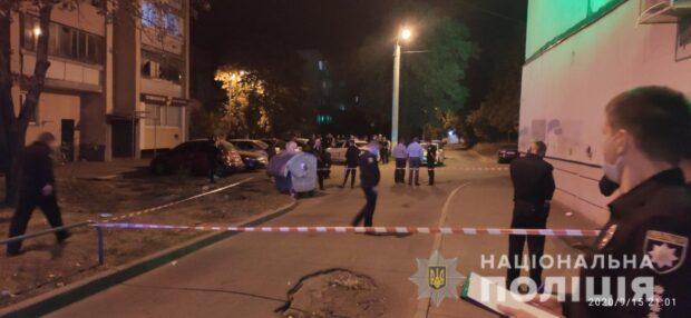 На Салтовке пьяные парни возле аптеки подрались с полицейскими