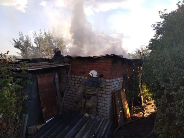 Под Харьковом во дворе дома сгорел сарай