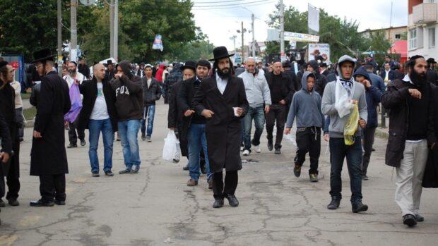 Харьковские хасиды в Умани разрушили карантинный забор на могиле раби Нахмана