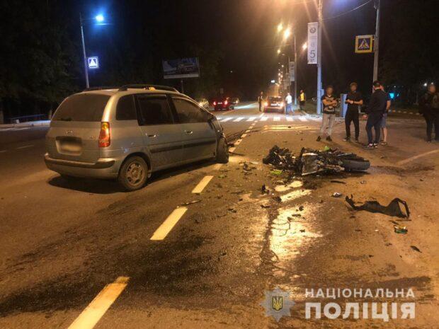 В Харькове в результате автокатастрофы погиб мотоциклист