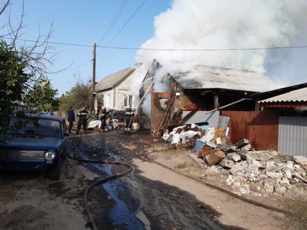 Под Харьковом в результате пожара сгорело 4 автомобиля и мотоцикл