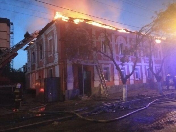 Масштабный пожар на Конторской: спасатели рассказали новые подробности