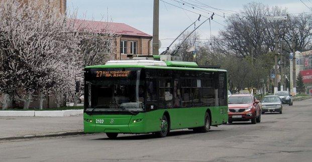 На улице Дудинской ограничивается движение транспорта. Троллейбус №27 изменит маршрут