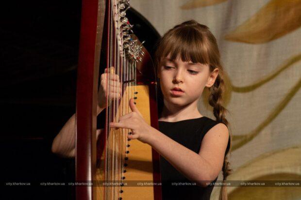 Юная арфистка из Харькова победила на международном конкурсе в Сербии