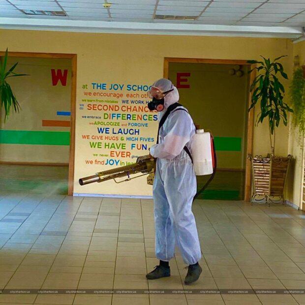 В школах Харькова проводят дезинфекцию помещений