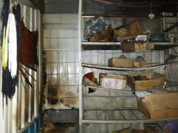 Под Харьковом на территории рынка горел торговый киоск