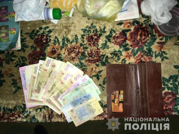 Под Харьковом женщина избила бабушку и отобрала деньги
