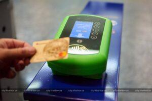 В Харькове вводят оплату проезда в метро банковскими картами