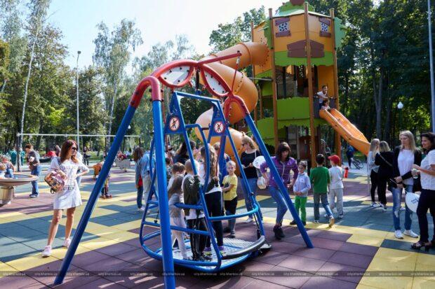 В парке Горького открылся первый в Харькове инклюзивный детский комплекс