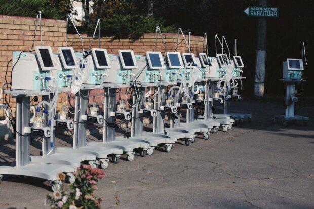 Больницы Харьковской области получили 16 новых аппаратов ИВЛ