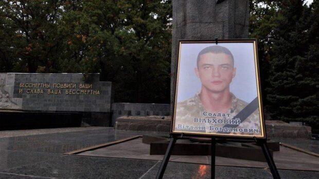 В Харькове попрощались с курсантом, который умер в реанимации после авиакатастрофы в Чугуеве
