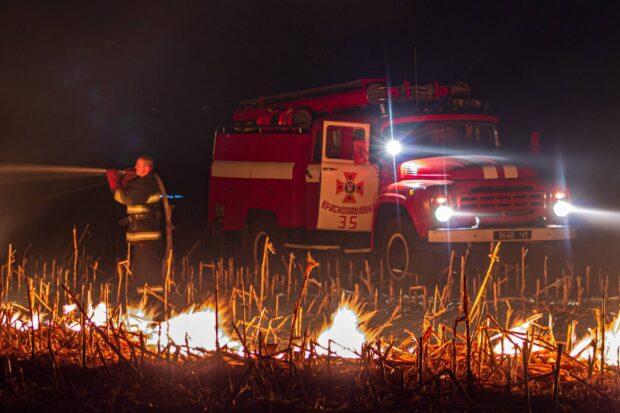 За прошедшие сутки на Харьковщине выгорело 120 га природных экосистем (видео)