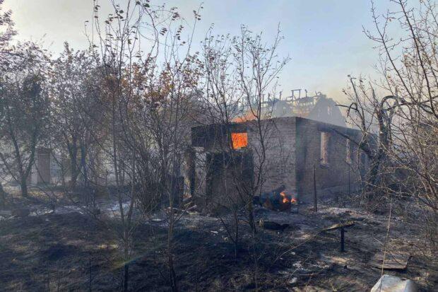 В Харькове пожар распространился на 30 га: сгорел один жилой дом и четыре застройки
