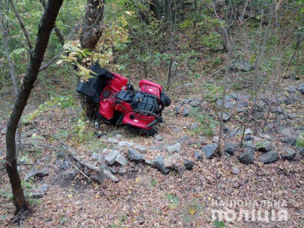Под Харьковом женщина на квадроцикле въехала в дерево