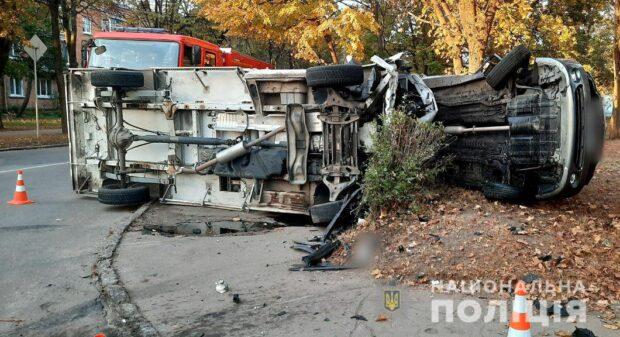 В Харькове в результате аварии перевернулись оба автомобиля: есть пострадавшие