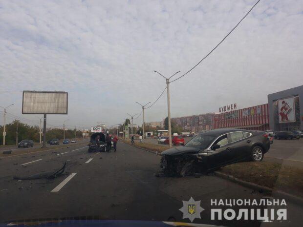 В Харькове произошло столкновение автомобилей: пострадали оба водителя