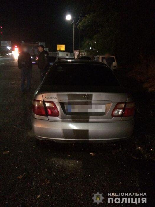 В Харькове двое ограбили автомобиль и скрылись