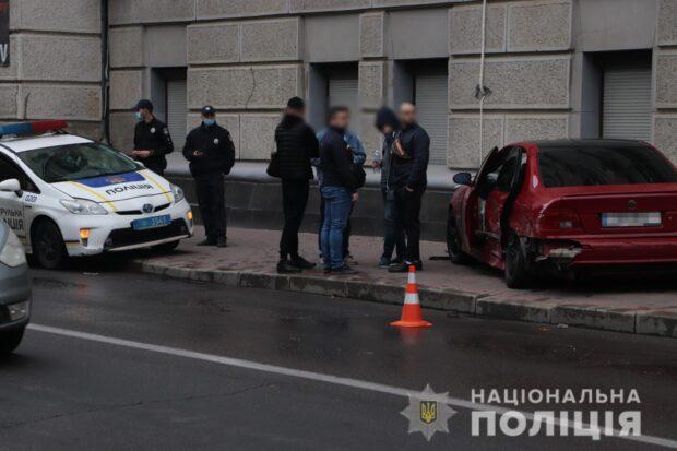 В центре Харькова столкнулись два автомобиля: пострадал пассажир