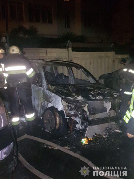 В Харькове ночью сожгли три автомобиля