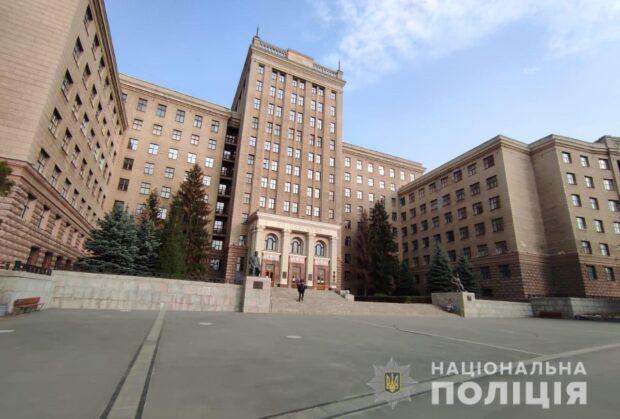 В Харьковском административном суде и в ХНУ имени Каразина искали бомбу