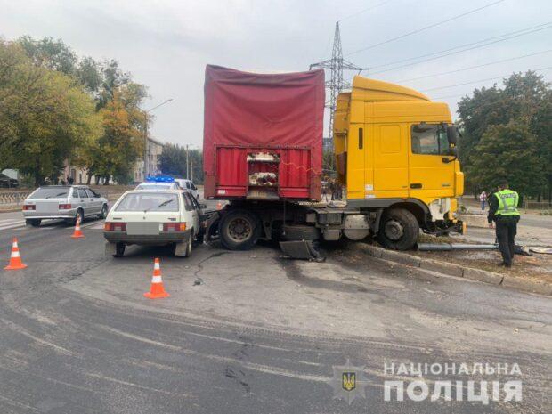 В Харькове произошло ДТП с участием трех автомобилей