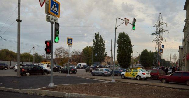 На перекрестке перед Велозаводским мостом установили светофоры