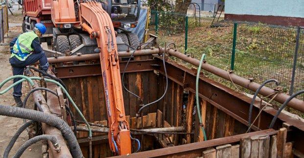 В Киевском районе ремонтируют сеть водоотведения