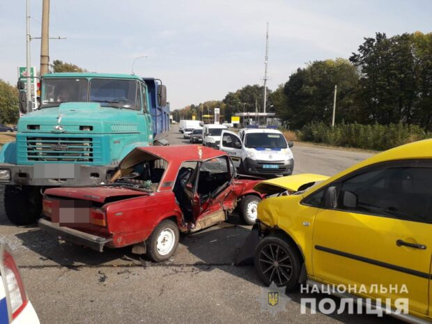 В Харькове произошла авария с участием трех автомобилей