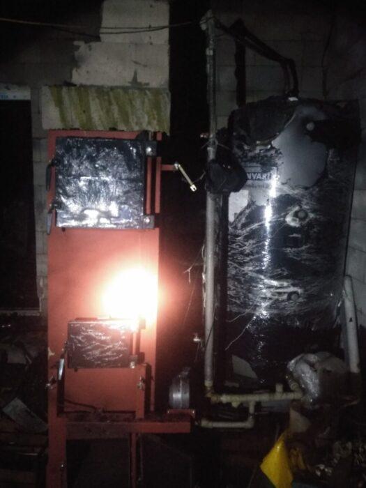 В Харькове горел дом: владелец получил ожоги ног