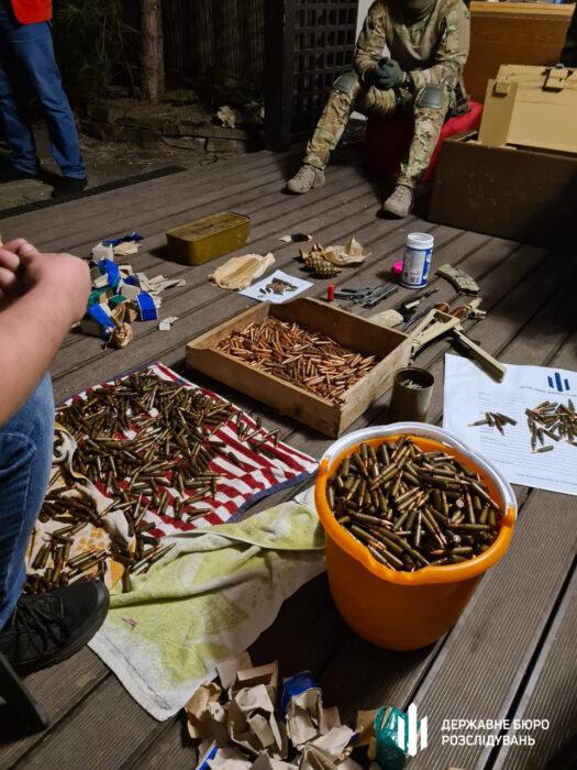На Харьковщине у работника СБУ изъяли арсенал оружия и наркотики