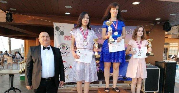 Харьковчанка стала трехкратной чемпионкой мира по шашкам