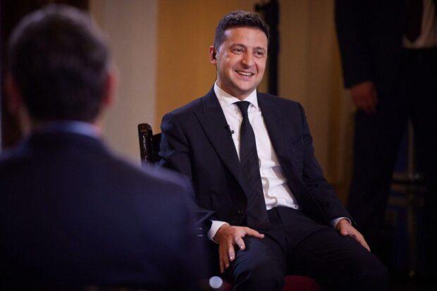Зеленский озвучил остальные три вопроса своего опроса в день выборов (видео)